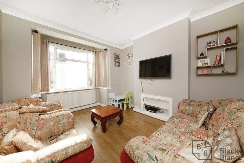 4 bed house for sale in Donnybrook Road  - Property Image 3
