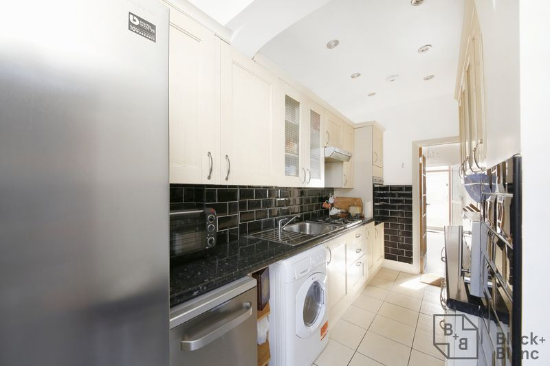 4 bed house for sale in Donnybrook Road 5