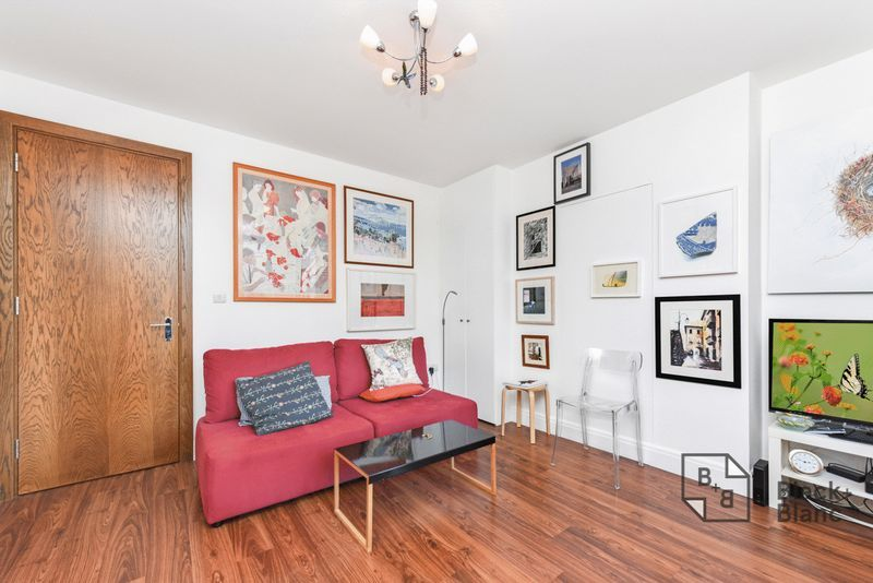 1 bed flat for sale in Epsom Road 3
