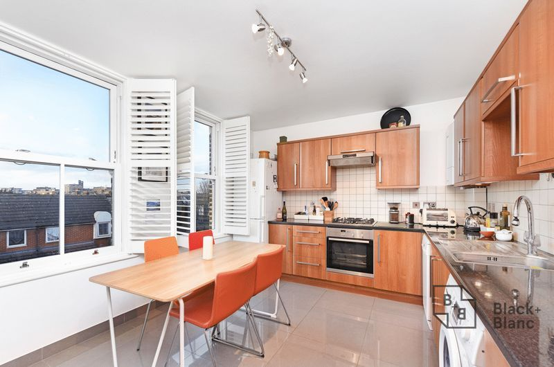 1 bed flat for sale in Epsom Road 4