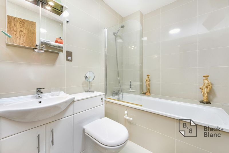 1 bed flat for sale in Epsom Road 7