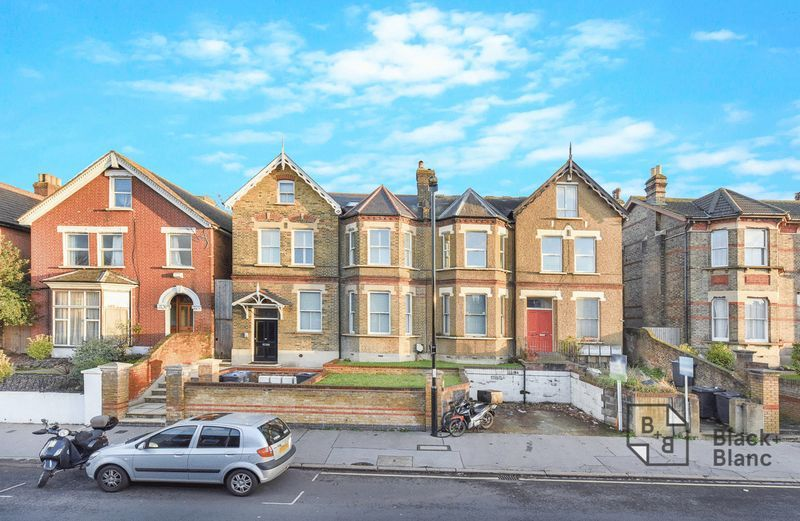 1 bed flat for sale in Epsom Road 8