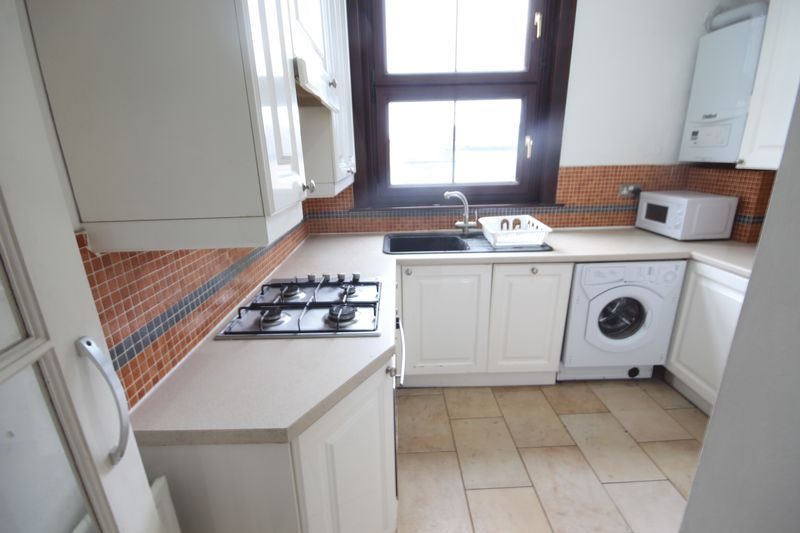 Flat to rent in 16 Freemasons Place, CR0