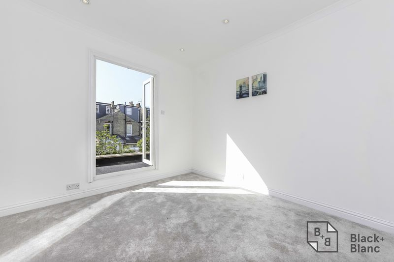 2 bed flat to rent in Plough Lane  - Property Image 6