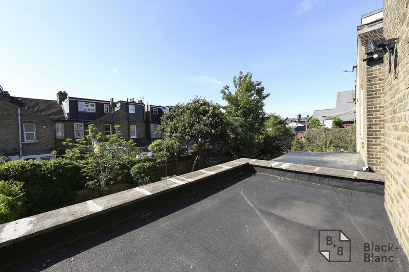 2 bed flat to rent in Plough Lane 8