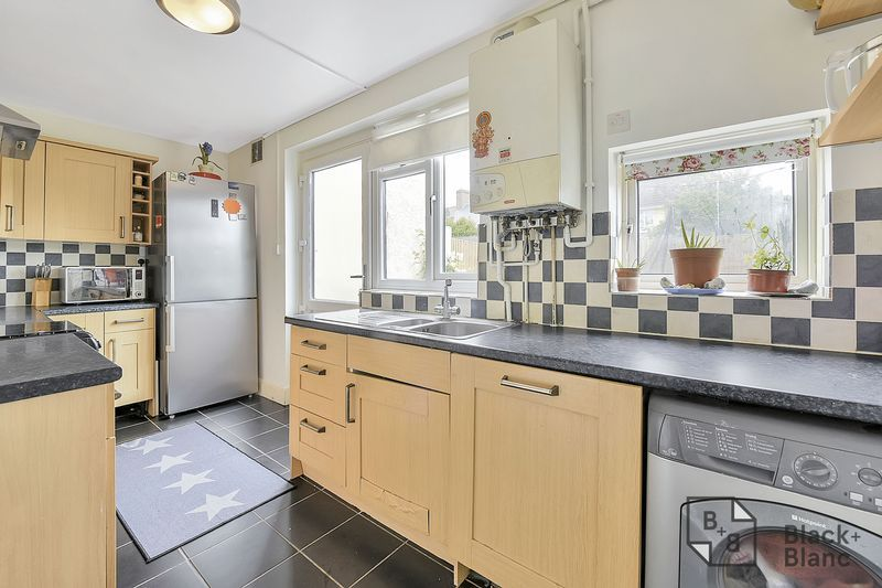 4 bed house for sale in Norbury Avenue  - Property Image 4