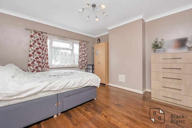 4 bed house for sale in Norbury Avenue 6