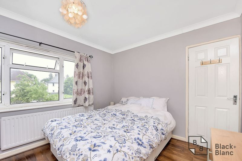 4 bed house for sale in Norbury Avenue 7