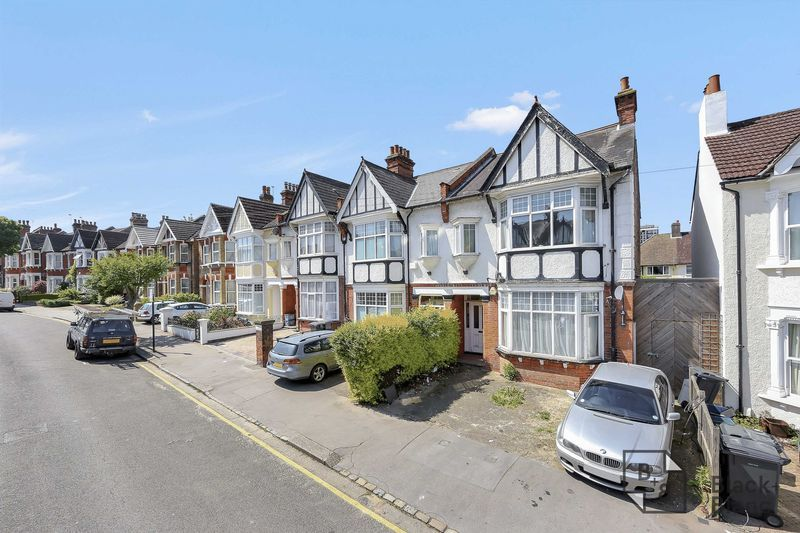 2 bed flat for sale in Chisholm Road - Property Image 1