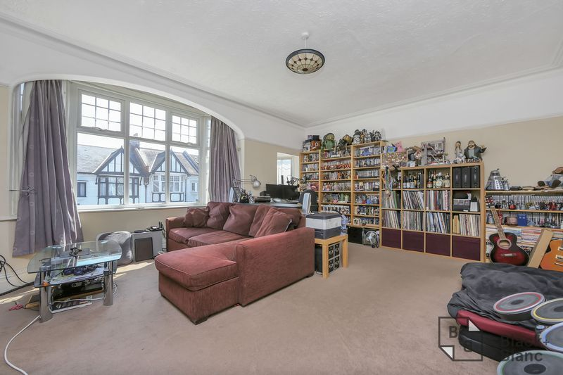 2 bed flat for sale in Chisholm Road  - Property Image 3
