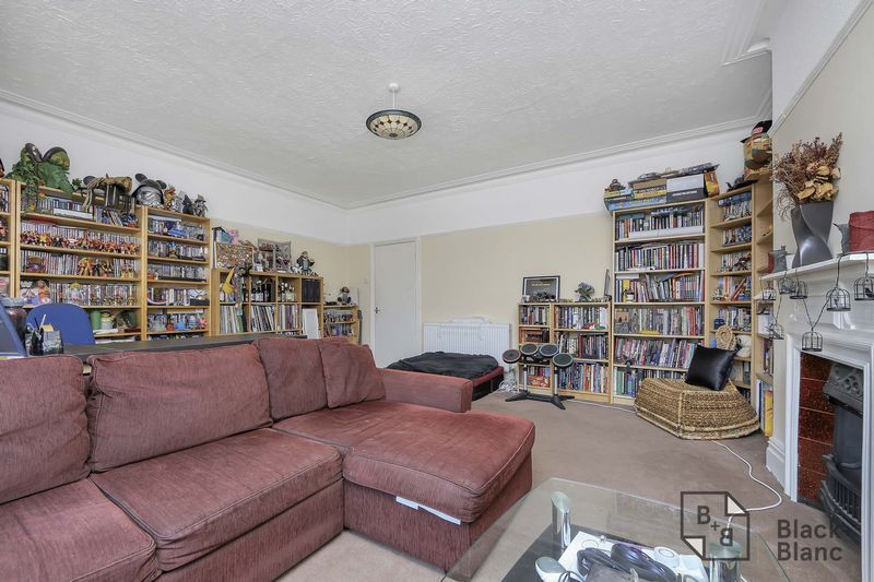 2 bed flat for sale in Chisholm Road  - Property Image 4