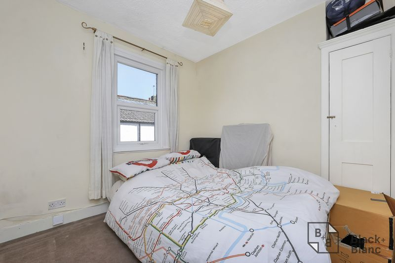 2 bed flat for sale in Chisholm Road  - Property Image 6