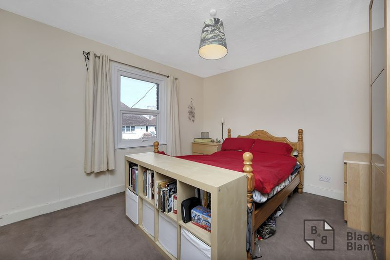 2 bed flat for sale in Chisholm Road 9