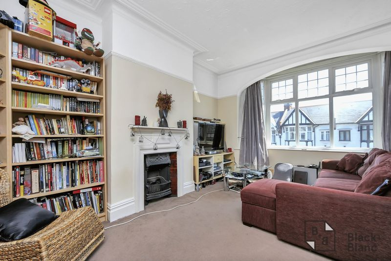 2 bed flat for sale in Chisholm Road 10