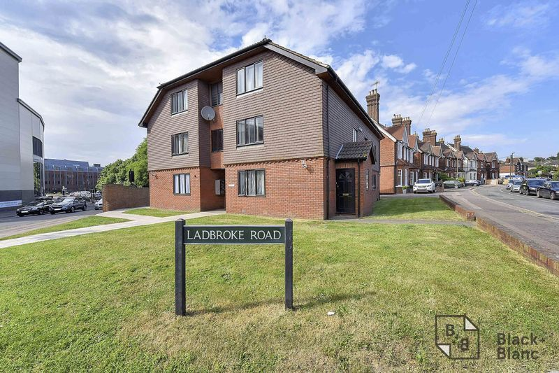 1 bed flat for sale in Ladbroke Road, RH1