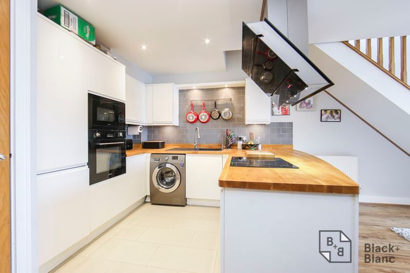 2 bed flat for sale in Leslie Park Road 2