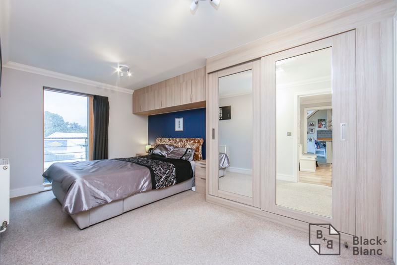2 bed flat for sale in Leslie Park Road  - Property Image 4