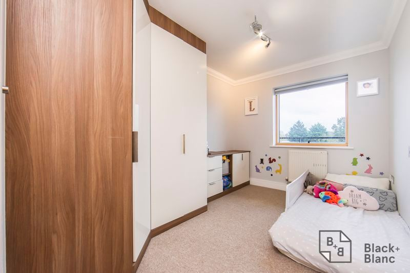 2 bed flat for sale in Leslie Park Road  - Property Image 5