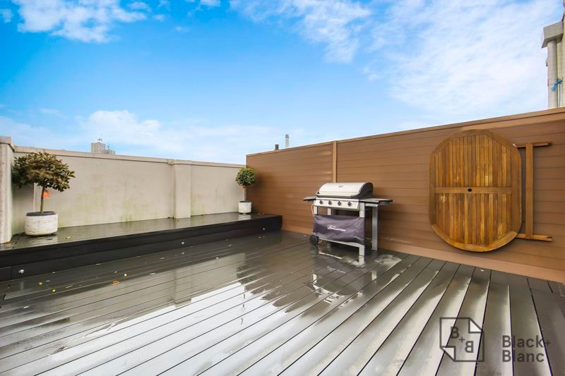 2 bed flat for sale in Leslie Park Road 9