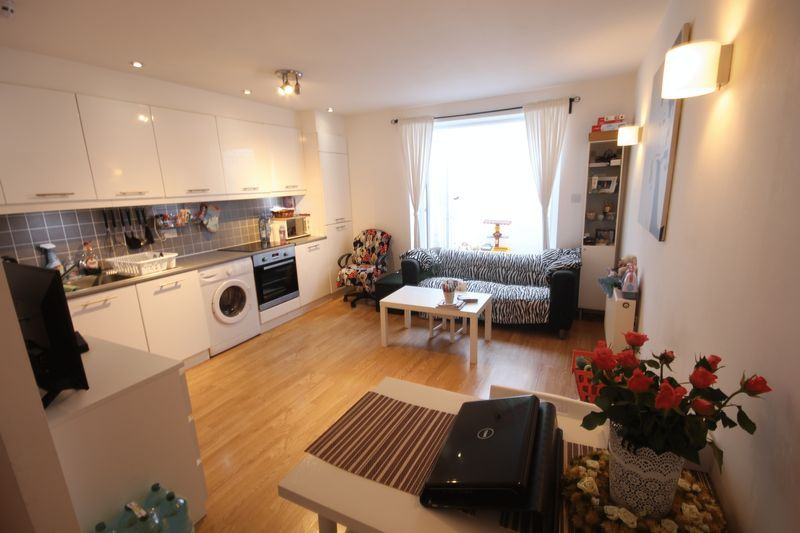 2 bed flat to rent in 78 Sumner Road  - Property Image 6