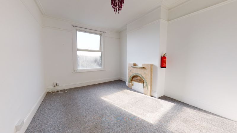 3 bed flat to rent in Morland Road, CR0