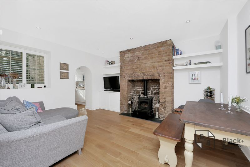 2 bed flat to rent in Thurlow Park Road 2