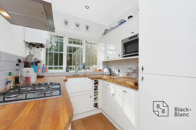 2 bed flat to rent in Thurlow Park Road 6