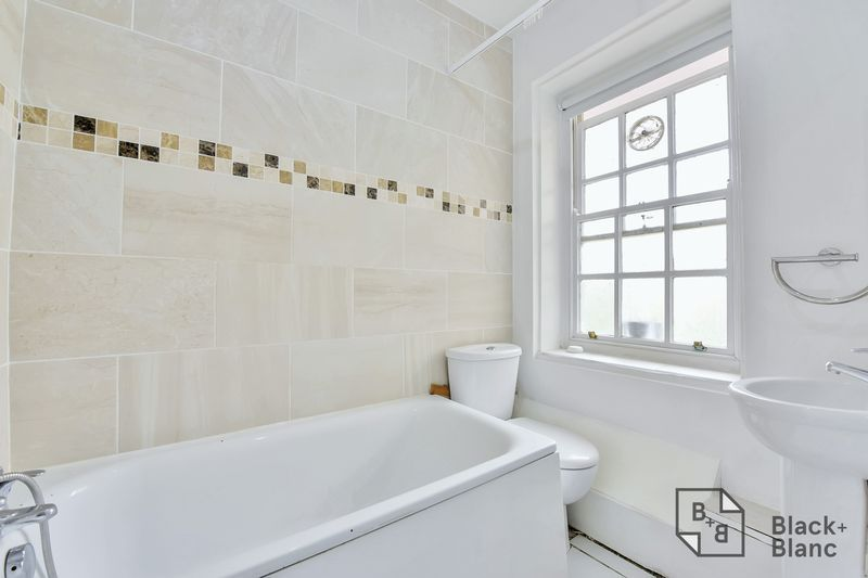 2 bed flat for sale in Albion Avenue  - Property Image 4