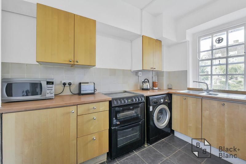 2 bed flat for sale in Albion Avenue 6