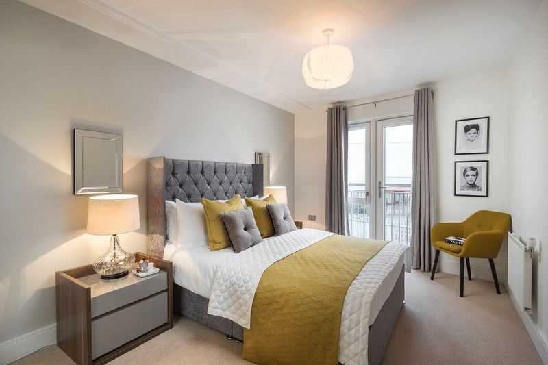 3 bed flat for sale in Stafford Road 2