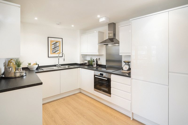 3 bed flat for sale in Stafford Road 3