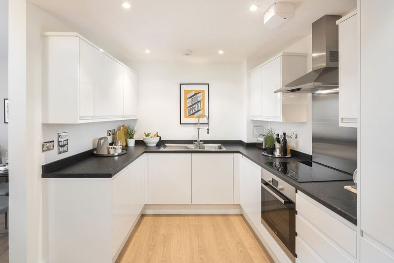 3 bed flat for sale in Stafford Road 4