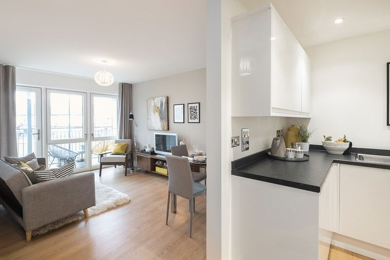 3 bed flat for sale in Stafford Road 5