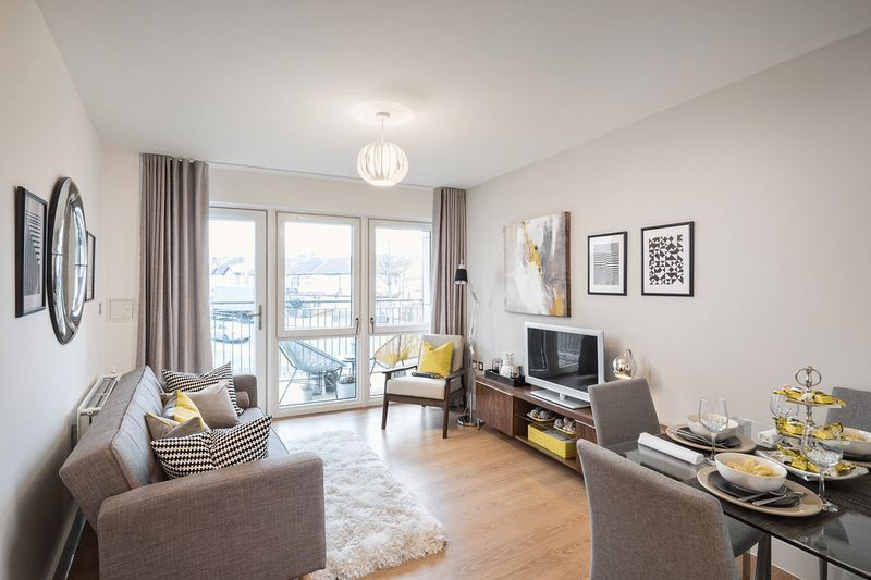 3 bed flat for sale in Stafford Road 6