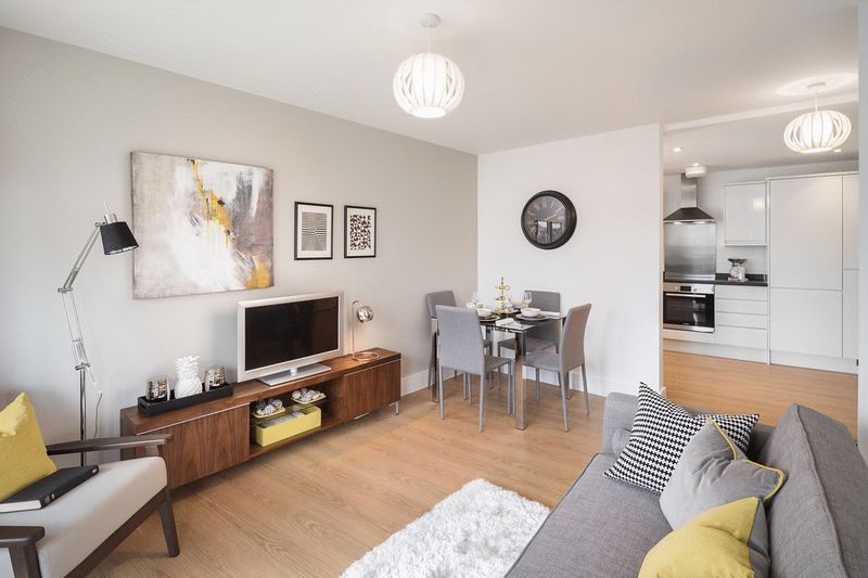 3 bed flat for sale in Stafford Road 7