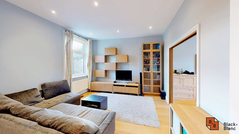 2 bed flat for sale in Alexandra Road 2