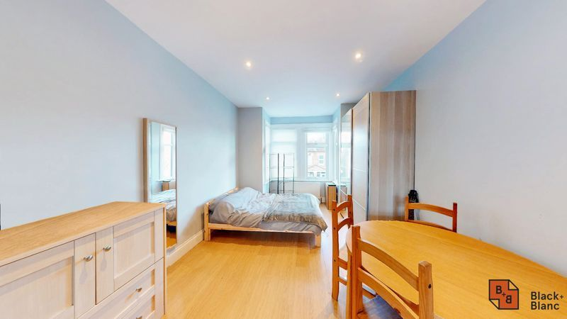 2 bed flat for sale in Alexandra Road 5