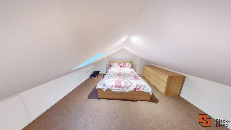 2 bed flat for sale in Alexandra Road 8