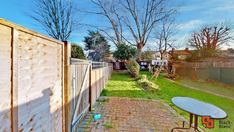 2 bed flat for sale in Alexandra Road  - Property Image 9