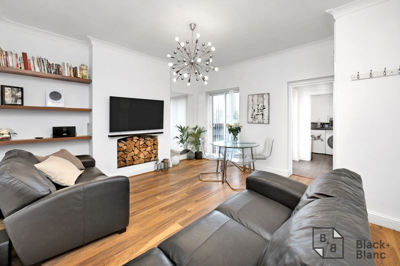 2 bed flat for sale in Stafford Road 1