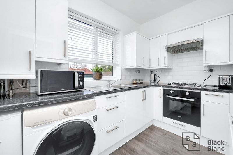 2 bed flat for sale in Stafford Road  - Property Image 5