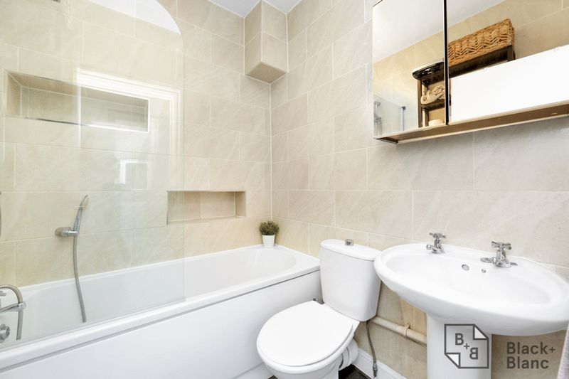 2 bed flat for sale in Stafford Road  - Property Image 6