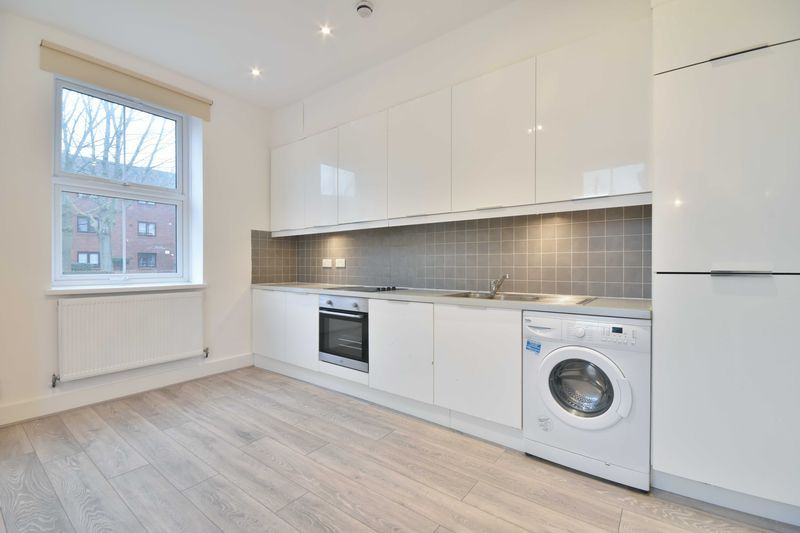 1 bed flat to rent in 78 Sumner Road 1