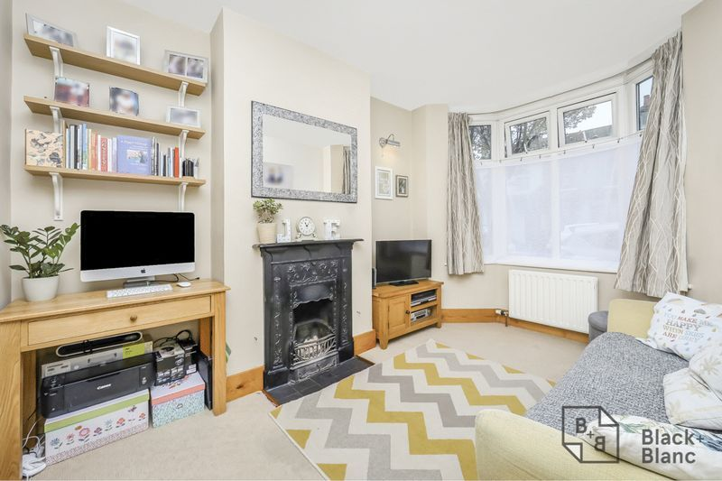 2 bed house for sale in Elmers Road 3