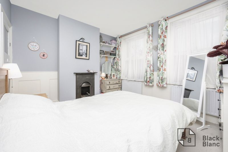 2 bed house for sale in Elmers Road 5