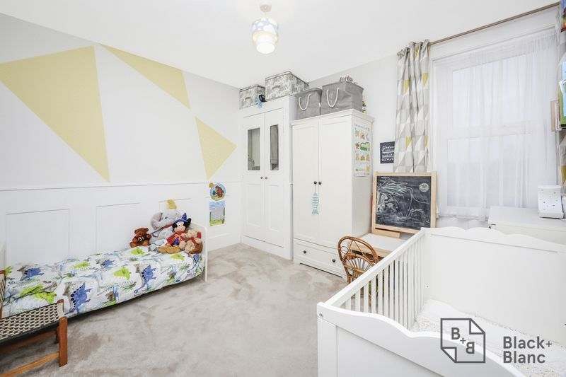 2 bed house for sale in Elmers Road 7