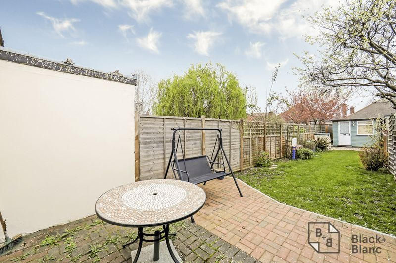 2 bed house for sale in Elmers Road 8