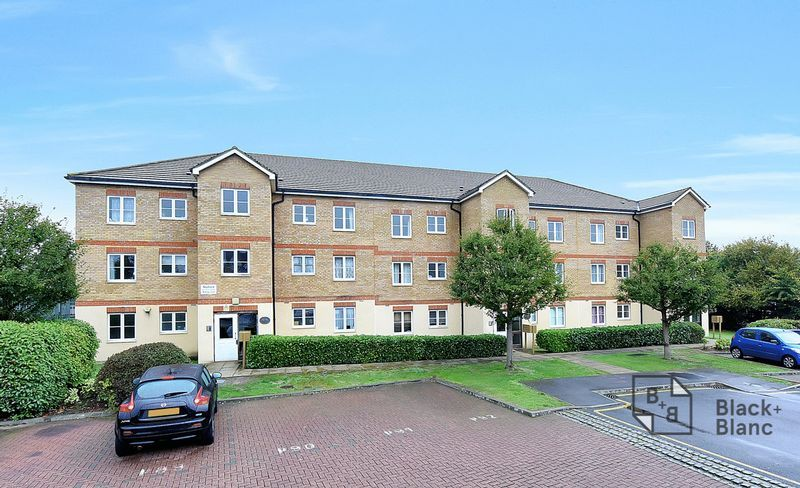 2 bed flat to rent in East India Way 1