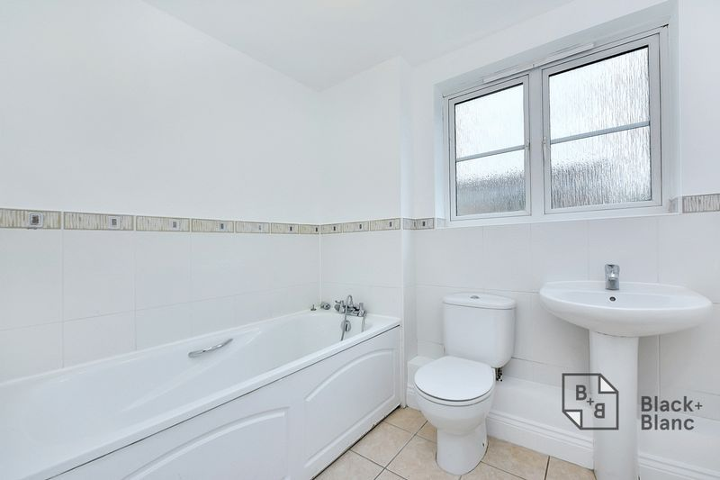 2 bed flat to rent in East India Way  - Property Image 5