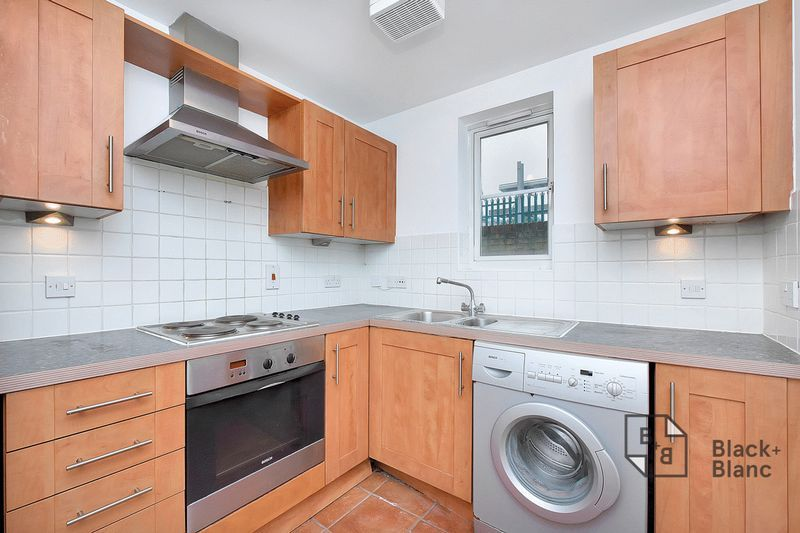 2 bed flat to rent in East India Way  - Property Image 6